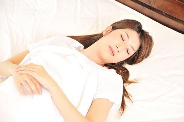 睡眠に入りやすくなる脳波はα波?脳波と睡眠の関係に迫ります
