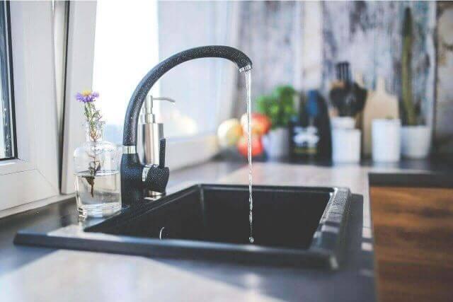 いつもきれいに保ちたい!キッチンのシンク周りの掃除の仕方
