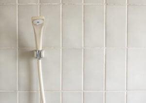 蛇口やシャワーについた白い水垢の掃除方法