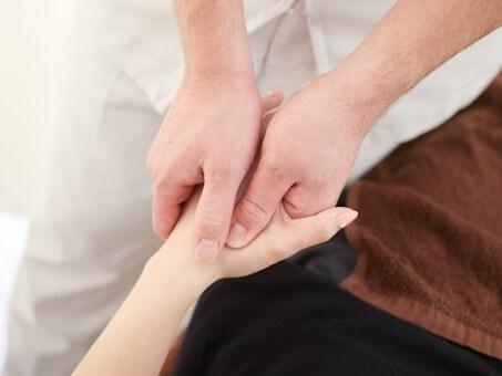 疲れているならこれ!手を刺激するハンドリフレクソロジーとは