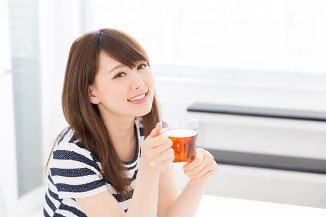 自由研究にぴったり!紅茶にレモンを入れると色が薄くなる不思議