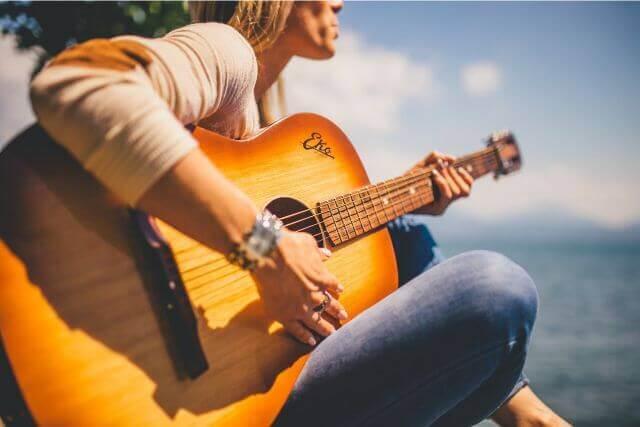どうすれば上手くいく?音楽療法のやり方やプログラム例について