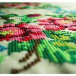 これなら簡単!刺繍糸を針に通すコツと、刺繍の刺し始め・刺し終わりの方法について