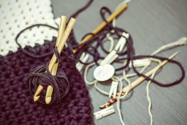 ニットセラピーってなに? 編み物のもたらす効果について