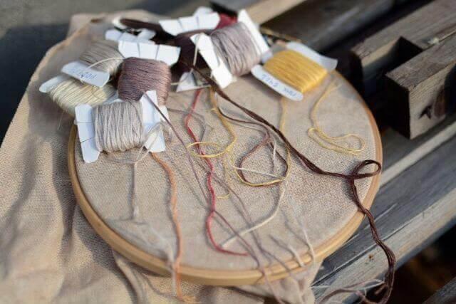 刺繍におすすめの生地は?布の特徴や選び方について
