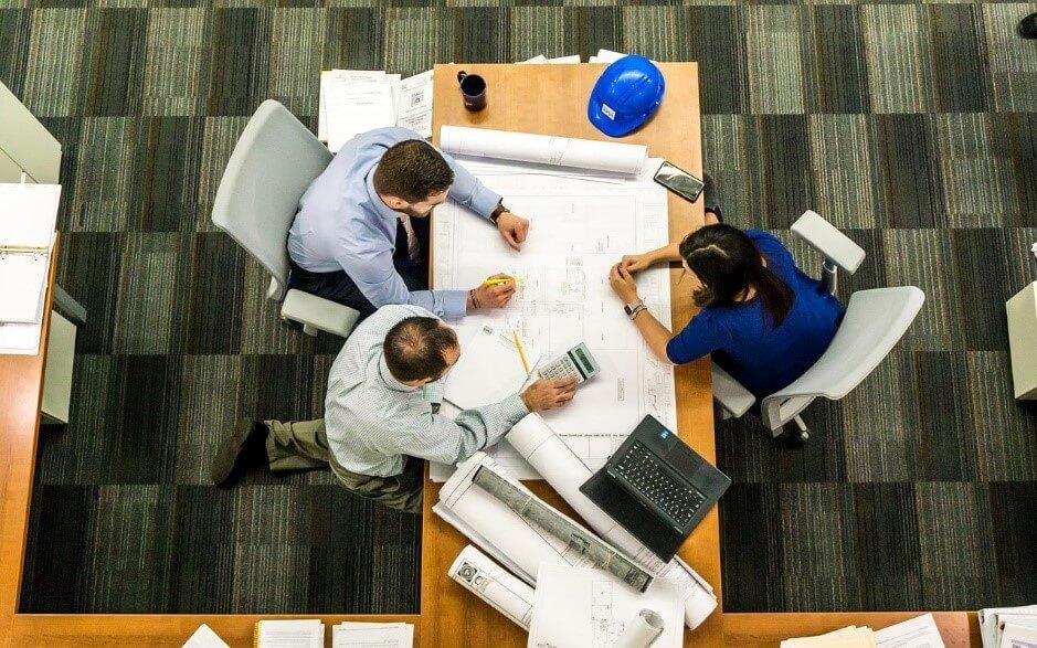 作業効率もアップ!オフィスの机を効果的に配置する方法について